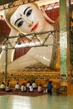 Belivers praying at the pagoda Chaukhtatgy of Yangon Stock Photography