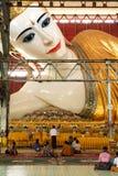 Belivers praying at the pagoda Chaukhtatgy of Yangon Royalty Free Stock Photography