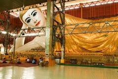 Belivers praying at the pagoda Chaukhtatgy of Yangon Stock Photos