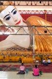 Belivers praying at the pagoda Chaukhtatgy of Yangon Stock Images