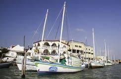 Belize-Stadt - bunte Segelboote Lizenzfreies Stockbild