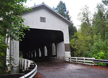 Belknap被遮盖的桥 图库摄影
