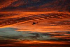 Bell 430 an der Dämmerung Lizenzfreie Stockfotos