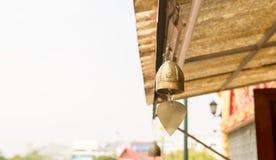 Bell accrochant dans le temple photos libres de droits
