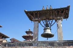 Bell antiga no quadrado de Patan Durbar, Nepal fotografia de stock
