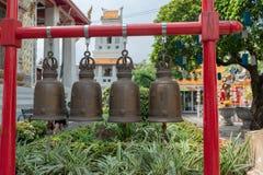 Bell auf dem roten Rahmen lizenzfreie stockfotos