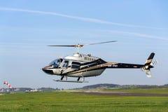 Bell 206 b JetRanger III bladed śmigłowcowy lądowanie Zdjęcie Stock