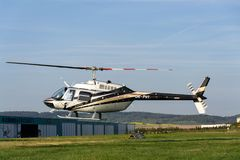 Bell 206 b JetRanger III bladed śmigłowcowy lądowanie Fotografia Stock