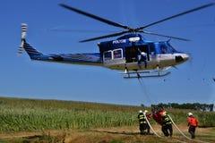 Bell 412 dans l'action images stock