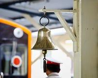 Bell dans la gare ferroviaire image libre de droits