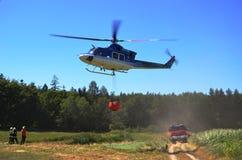 Bell 412 in der Aktion lizenzfreies stockfoto