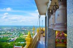 Bell des Tempels an Kiriwong-Tempel lizenzfreies stockbild