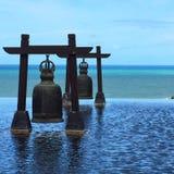 Bell, die den Ozean gegenüberstellt Stockbilder