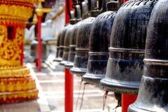 Bell an einem Tempel Stockbilder