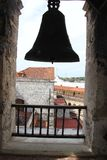 Bell em Havana Cathedral em Havana Street idosa em Cuba foto de stock royalty free