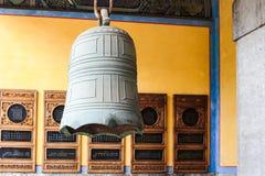 Bell en el Temple of Confucius fotos de archivo