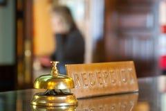 Bell en la recepción en hotel Fotos de archivo libres de regalías