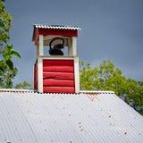 Bell en un tejado de la escuela fotografía de archivo libre de regalías