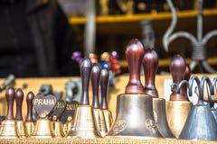 Bell für Verkauf in der alten Stadt Prag, Tschechische Republik lizenzfreies stockbild