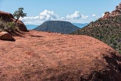 Bell-Felsen, blickend in Richtung des Eichen-Nebenfluss-Dorfs Lizenzfreie Stockfotos