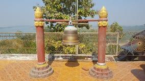 Bell fora do templo em Myanmar Foto de Stock