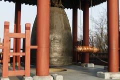 Bell an Hwaseong-Festung in Suwon lizenzfreie stockfotos