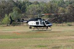 Bell 206-L4 LongRanger helikopter podczas Los Angeles amerykanina On Zdjęcie Stock