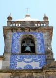 Kyrktorn av Capela das Almas i Porto, Portugal Arkivfoton