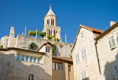Bell står hög av den Sanktt Domnius domkyrkan i splittring Royaltyfria Foton