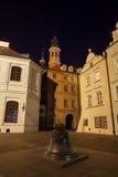 Bell sur la place de Kanonia à Varsovie la nuit Photographie stock