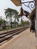 Bell sur le railstation Image stock