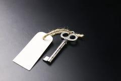 Bell und der Schlüssel an der Aufnahme im Hotel Stockbilder