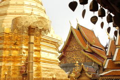Bell und der Wat Phrathat Doi Suthep Buddhist-Tempel Stockfoto