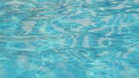 Bella acqua blu di rinfresco della piscina video d archivio