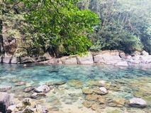 Bella acqua blu, paesaggio roccioso in Puente de Dios, México immagini stock