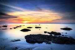 Bella alba alla spiaggia dello Sg Pagar, Labuan malaysia Immagini Stock Libere da Diritti