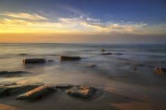 Bella alba alla spiaggia di aru di Tanjung, Labuan La Malesia 23 Fotografie Stock Libere da Diritti