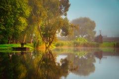 Bella alba di caduta vicino al lago Immagini Stock Libere da Diritti