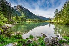 Bella alba nel lago Hintersee in alpi Immagini Stock