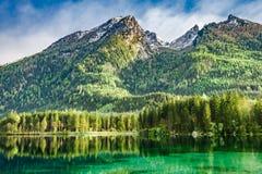 Bella alba nel lago Hintersee in alpi tedesche Fotografia Stock Libera da Diritti