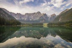 Bella alba sopra il lago della montagna in Julian Alps Fotografia Stock Libera da Diritti