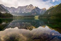 Bella alba sopra il lago della montagna in Julian Alps Immagine Stock Libera da Diritti