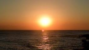 Bella alba sopra l'oceano La Corea del Sud all'alba del mare del mare orientale archivi video