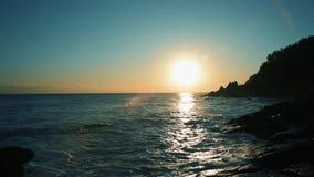 Bella alba sopra l'oceano La Corea del Sud all'alba del mare del mare orientale video d archivio