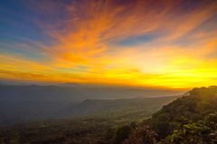 Bella alba sopra le montagne immagine stock libera da diritti