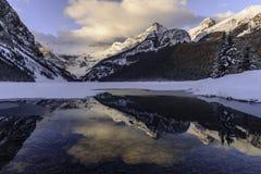 Bella alba su orario invernale a Lake Louise, Alberta, Canada Immagini Stock