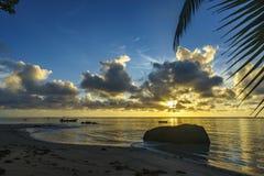 Bella alba sulla spiaggia di paradiso, Seychelles 8 Fotografia Stock