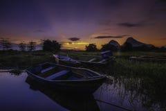 Bella alba vicino al lago Timah Tasoh nelle prime ore del mattino fotografia stock