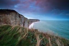 Bella alba viola sopra l'Oceano Atlantico Fotografia Stock Libera da Diritti