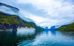 Bella allerta della Norvegia Stegastein della natura Fotografia Stock Libera da Diritti